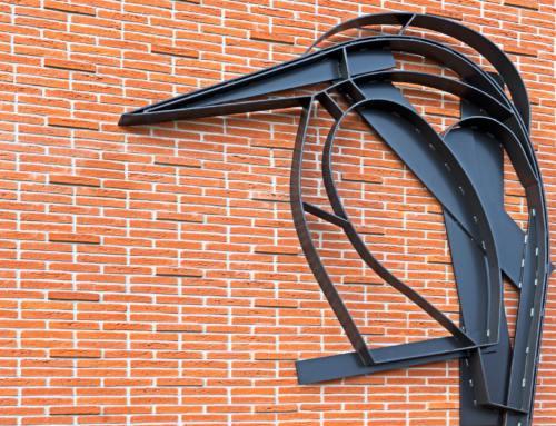 IJsvogelplastiek OG Heldringschool onderdeel van publicatie 'Kunst in de openbare ruimte van Segbroek'